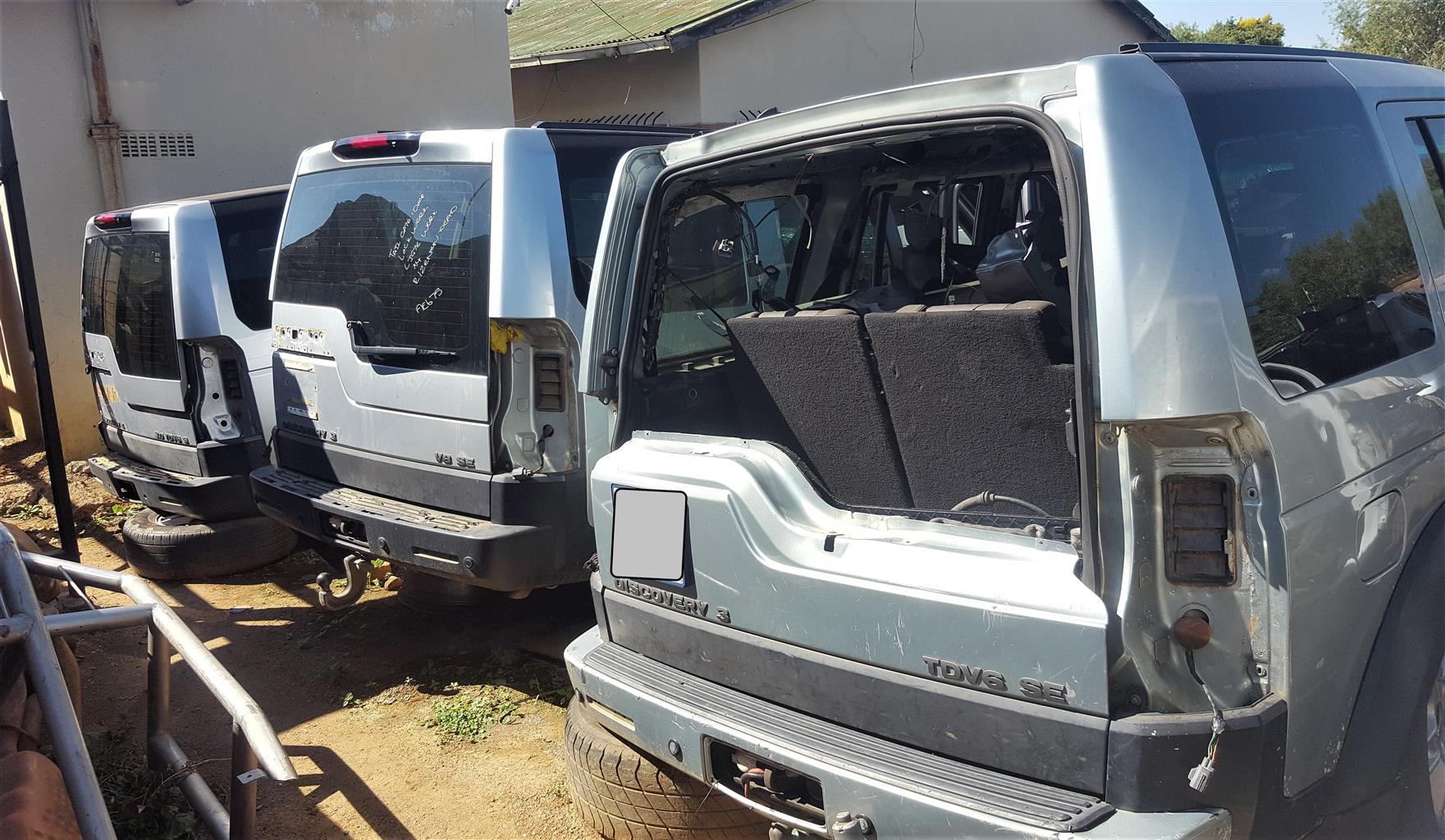 Land Rover Discovery 3 - breaking for spares (various)