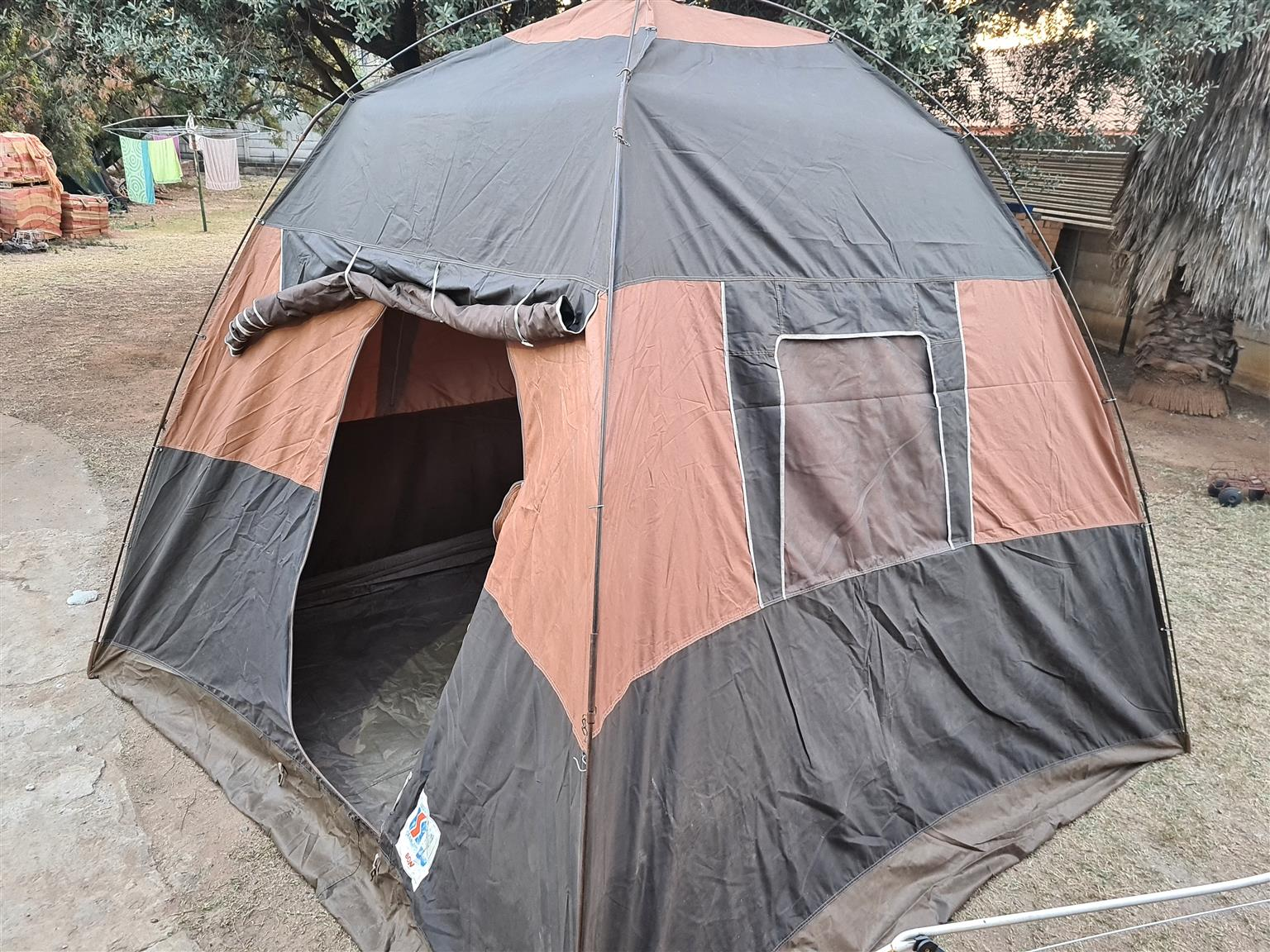 TENT 4 man used but good cond 3x3m