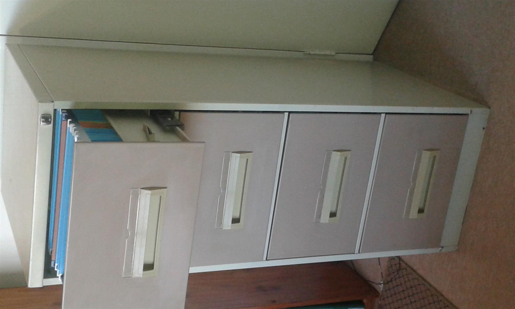 2 Door stationery cabinet with shelf in melamine