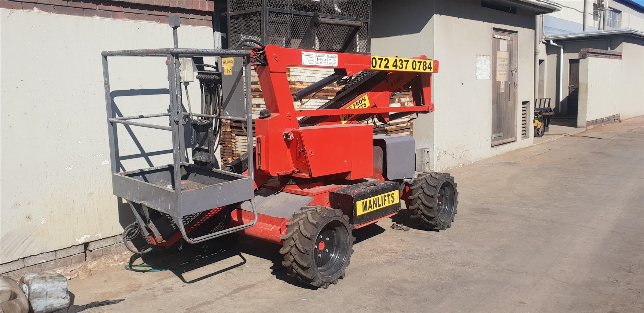 Cherry picker 12.2m self drive nifty boom