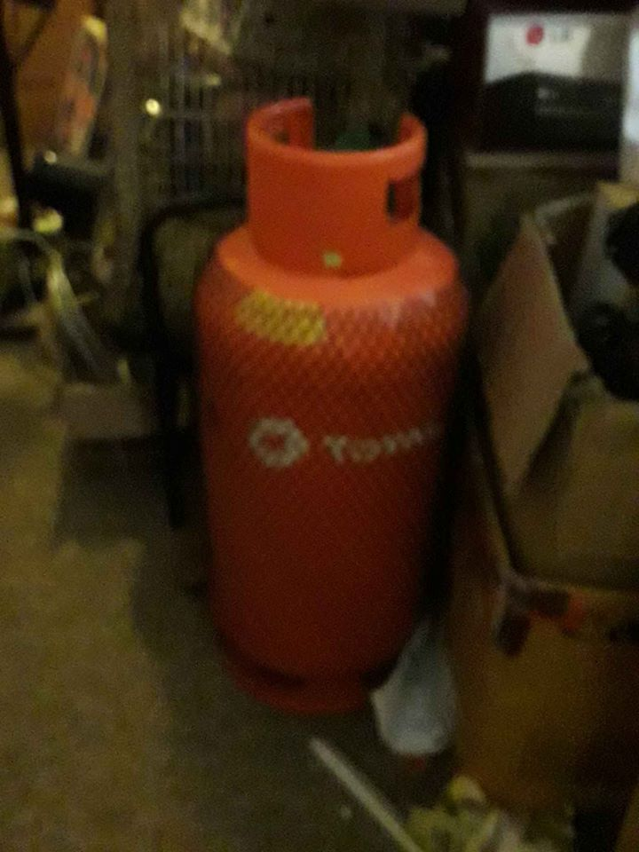 New 19KG LP Gas cylinder full with gas, regulator, pipe and gas cooker with plates