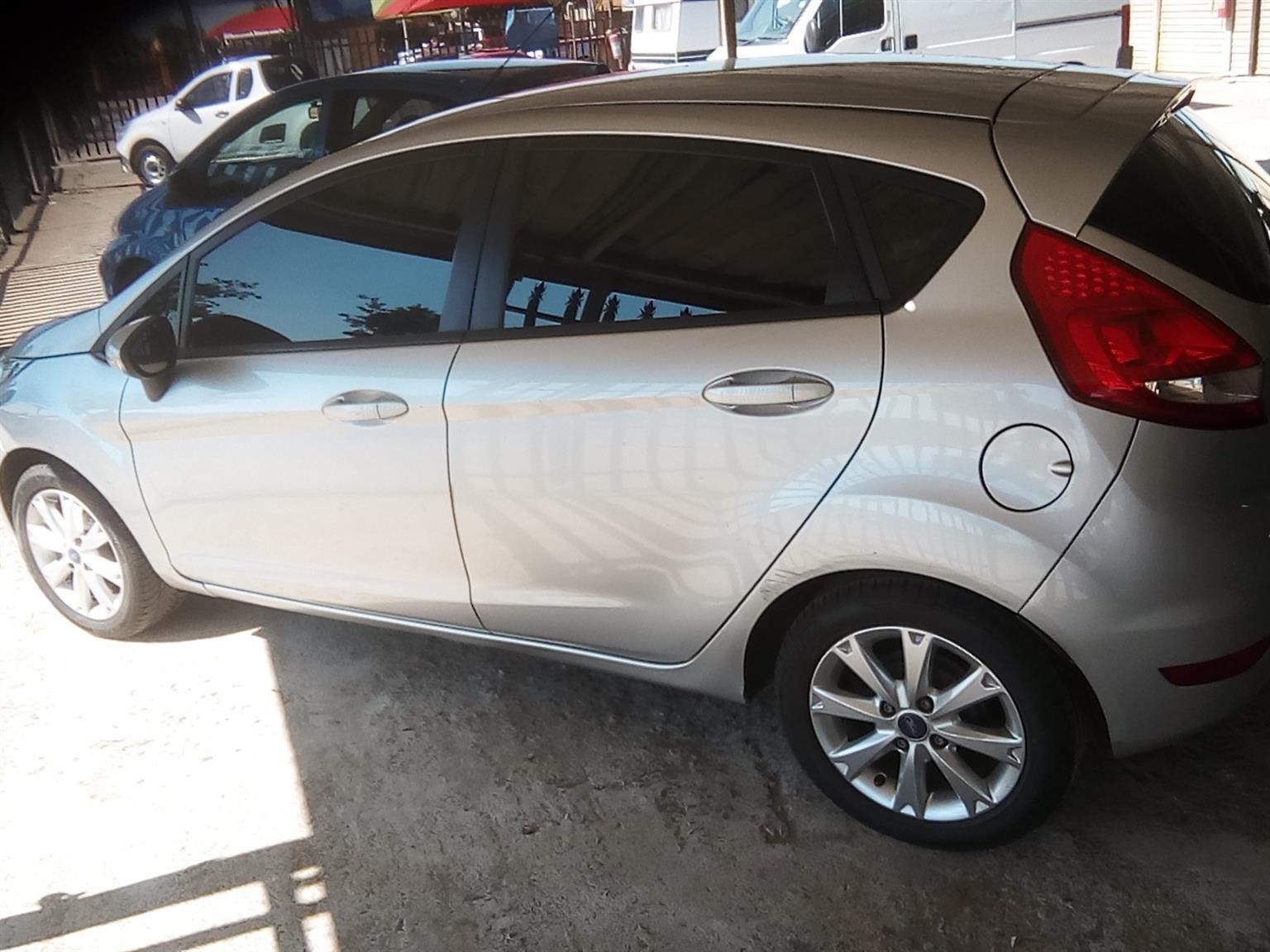 2013 Ford Fiesta 1.6 5 door Ambiente
