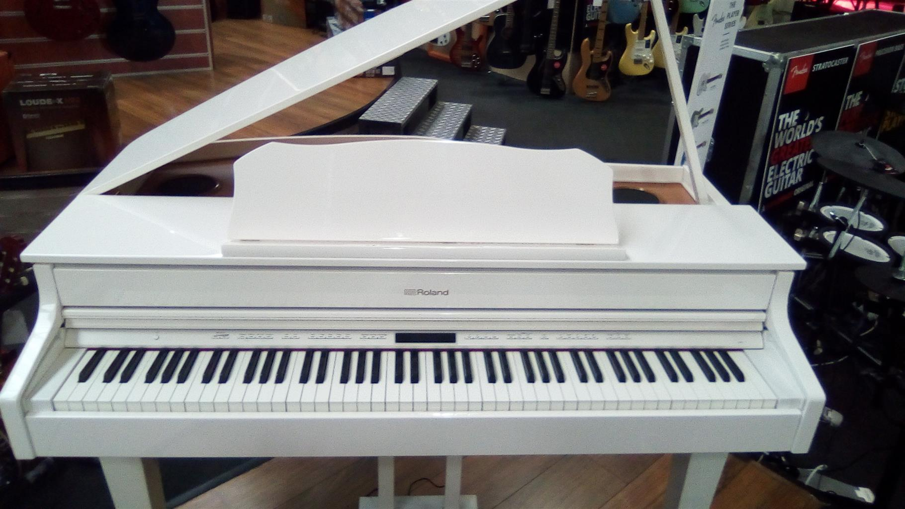 Roland GP607 white Baby grand paino