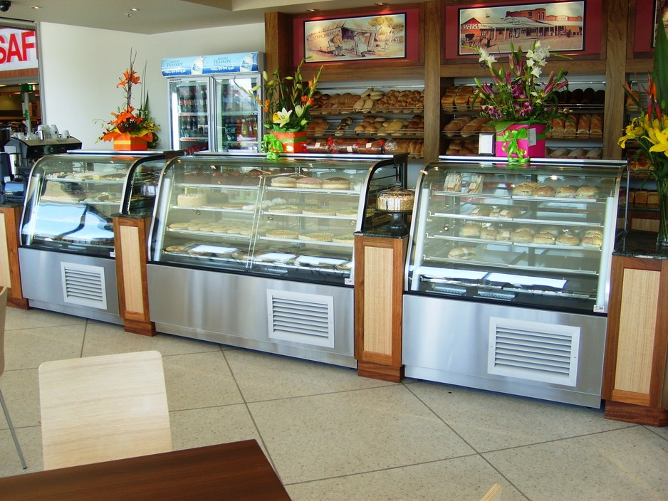 Cake Display Fridges Curve And Square Available From 1200mm To 1800mm Excellent Quality
