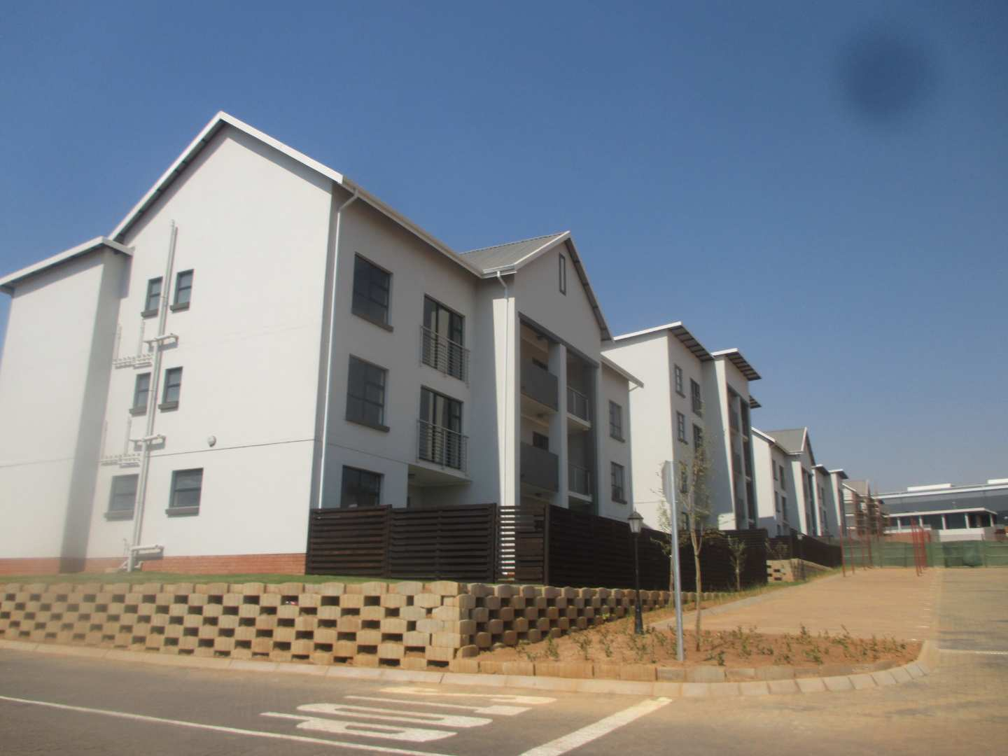 Apartment Rental Monthly in Linbro Park