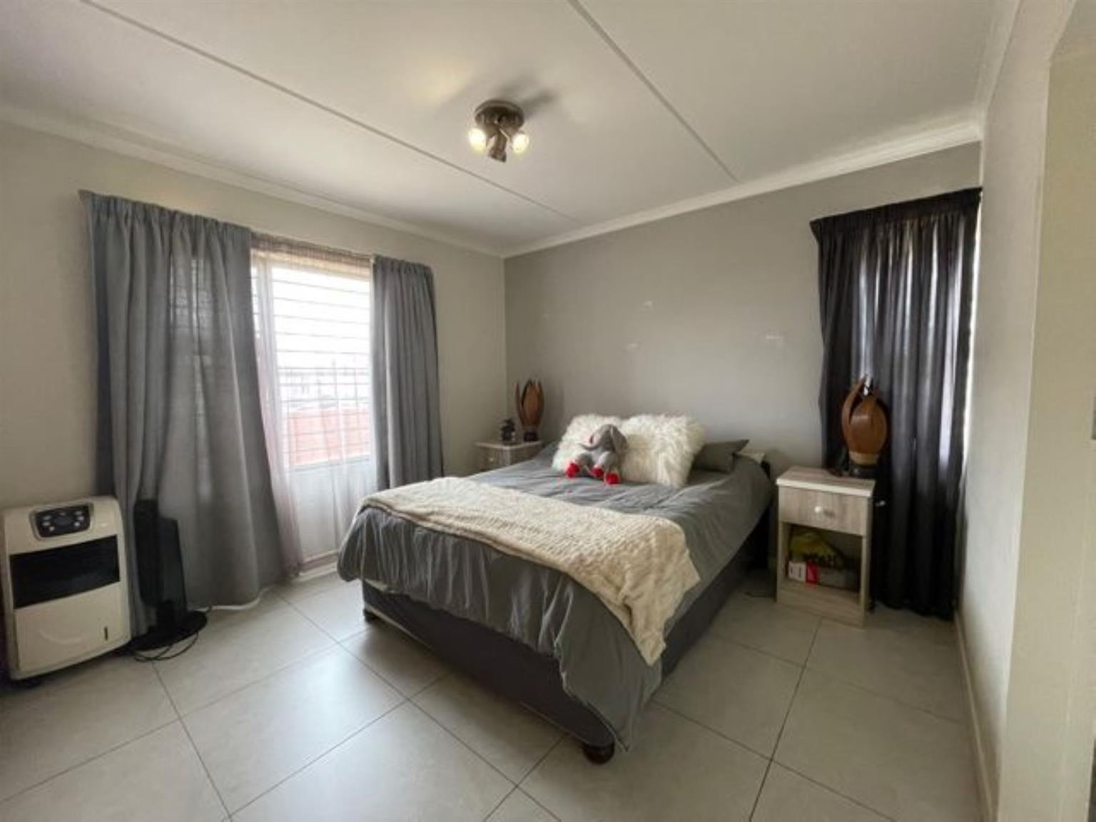 Apartment For Sale in Golden Fields Estate
