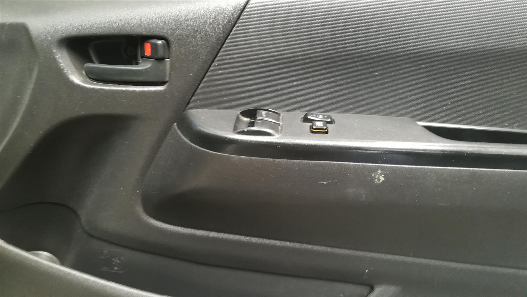 2013 Toyota Quantum 2.7 panel van