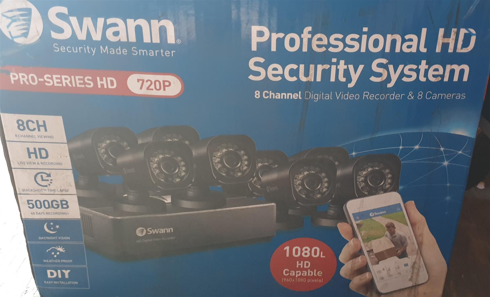 "Swann 8 channel security camera plus 32"" Sinqutec tv screen"