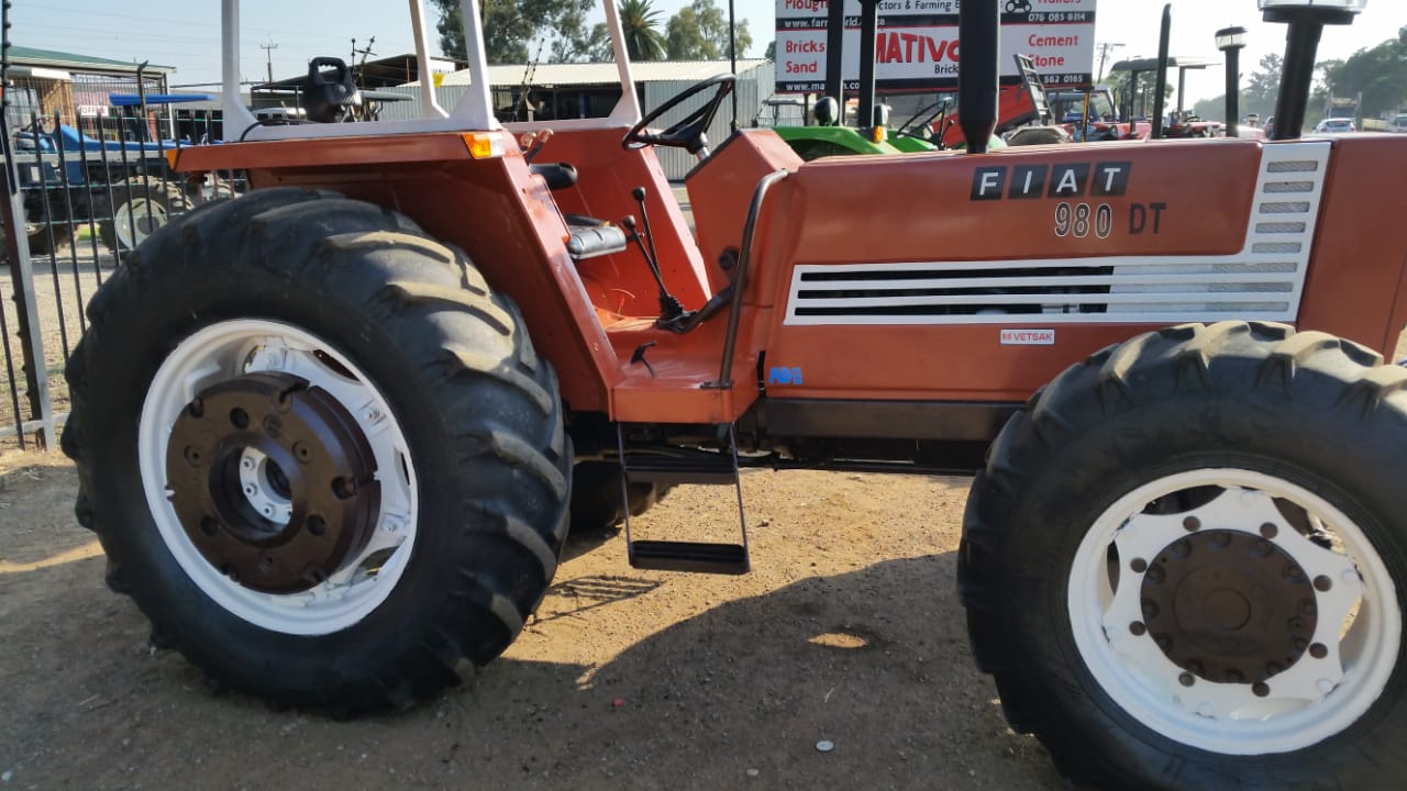 Brown Fiat 980 98Hp / 73 Kw 4x4 Pre-Owned Tractor