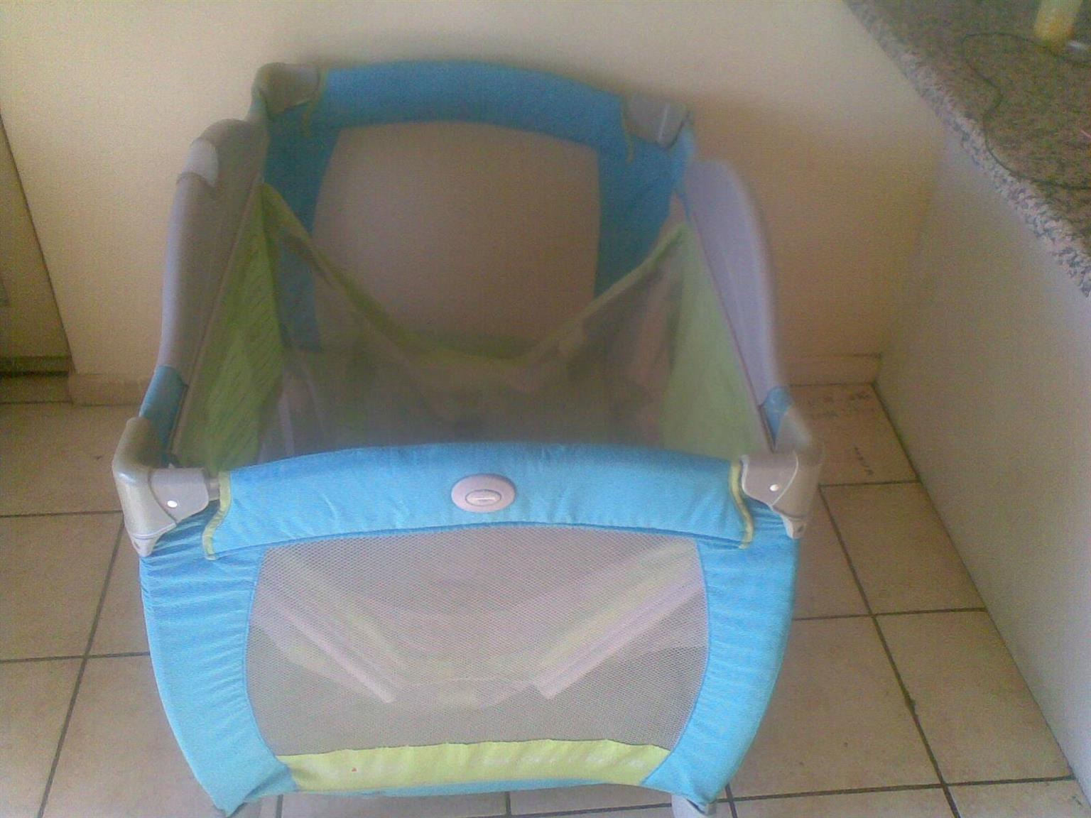 Baby play pen for sale (Super large) Absolute Bargain (1.20 cm length, 80cm wide, 100cm depth) R650-