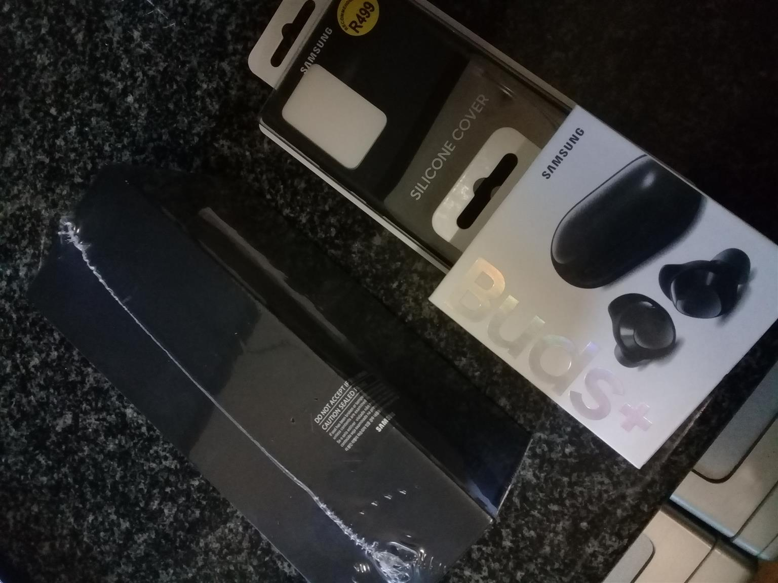 Brand new sealed in box Note 20 ultra 256gb 5g dual sim and cover and earbuds all samsung