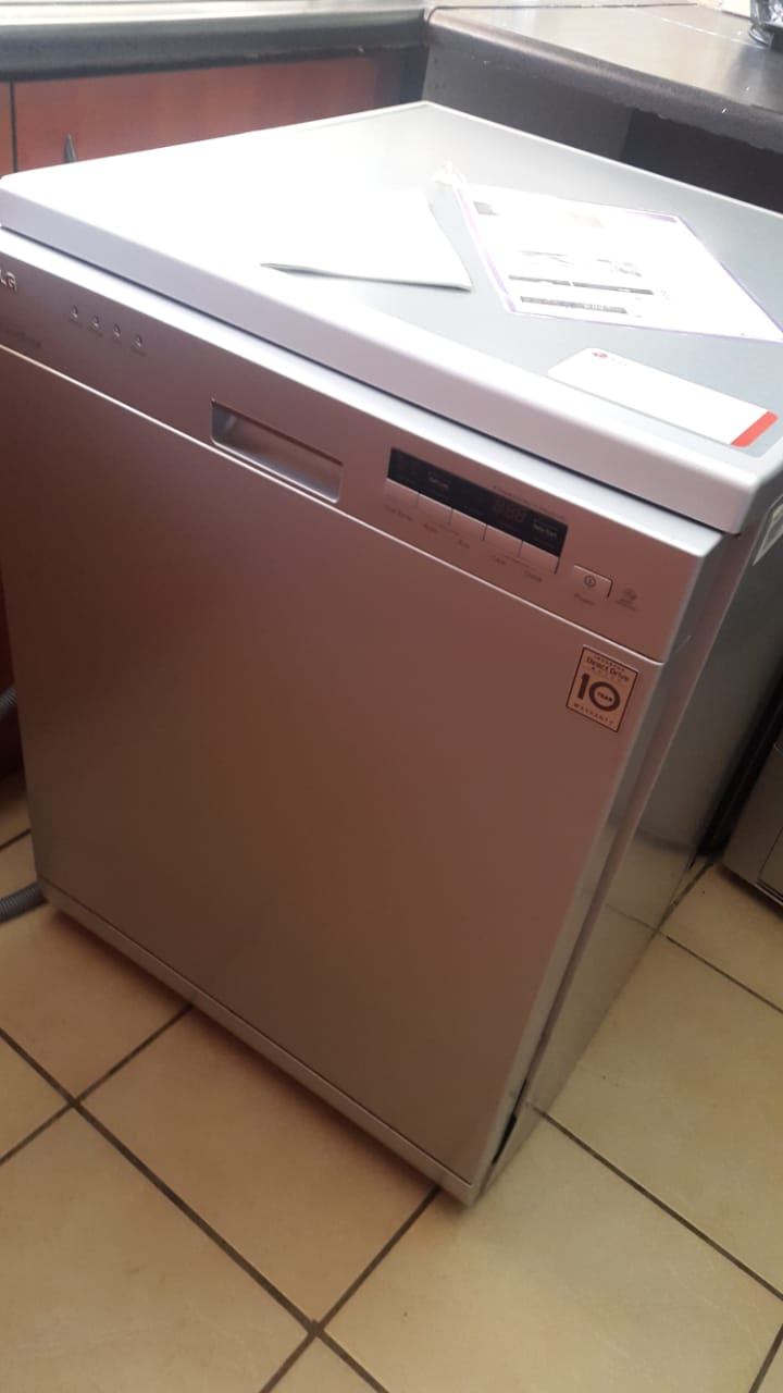LG Dishwasher - 14ps - Almost new
