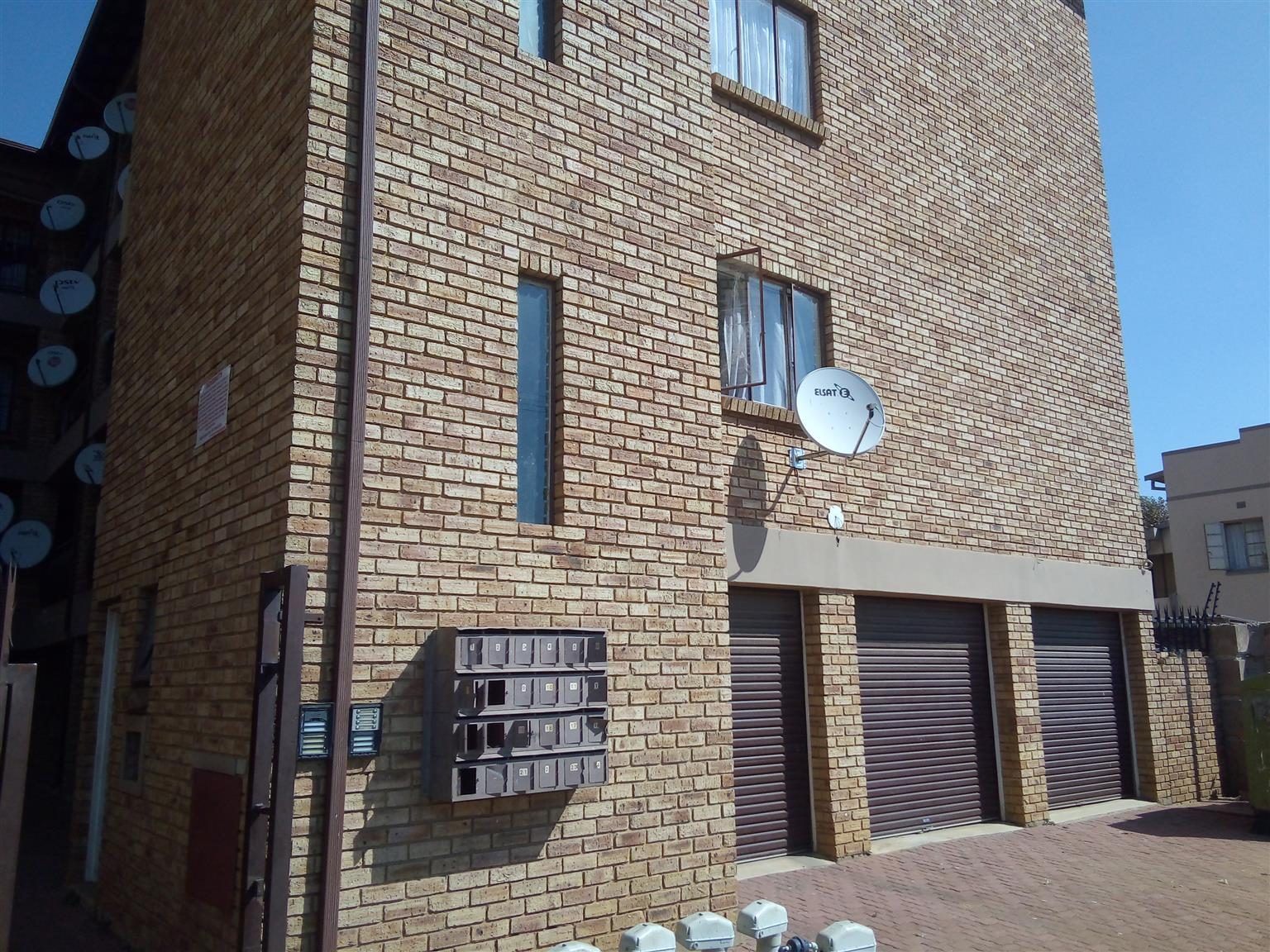 2 bed 2 baths flat to let in Randfontein