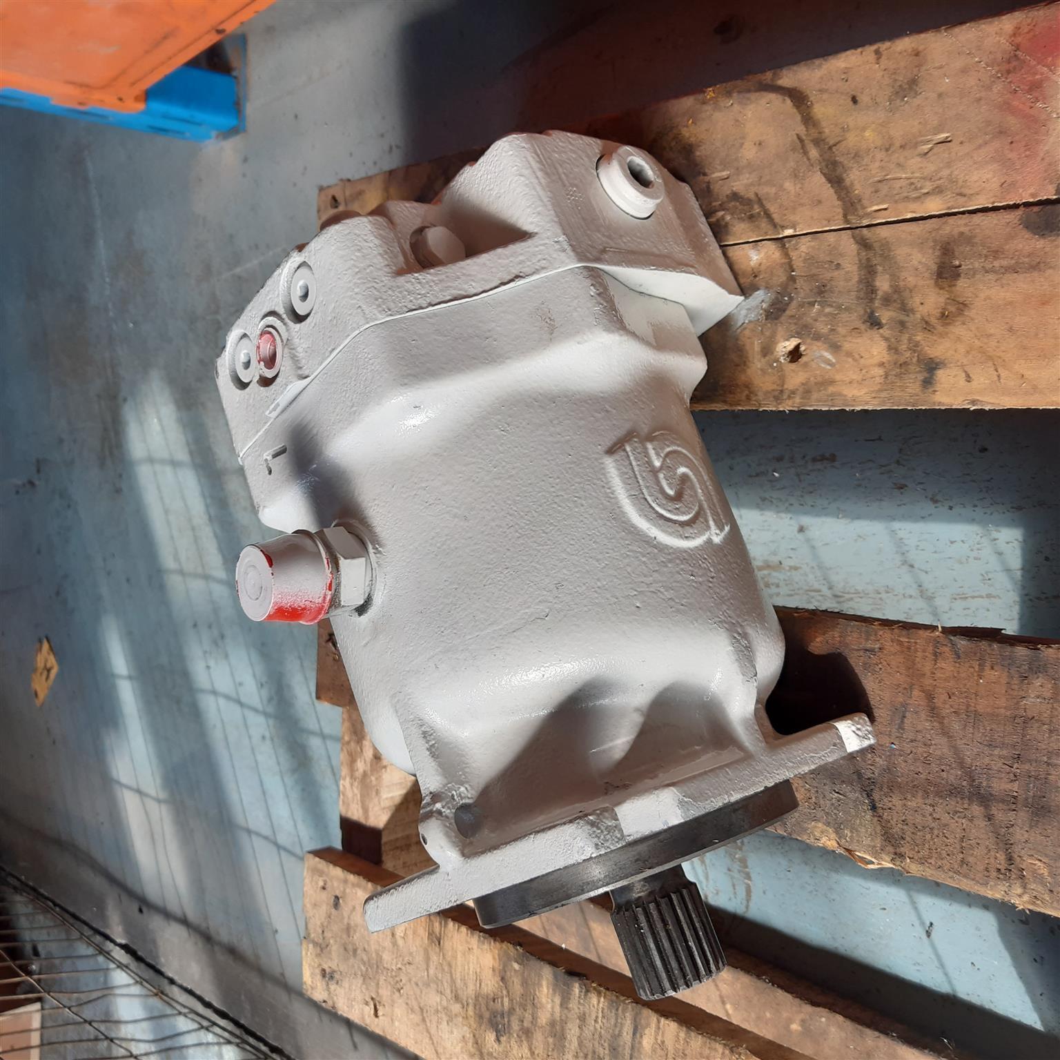 Sauer-Danfoss 70cc Series 90 hydraulic motor for concrete mixer truck drum drive and wheel drives.