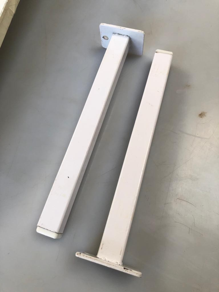 2 Wall shelves with mounting brackets - price per shelf