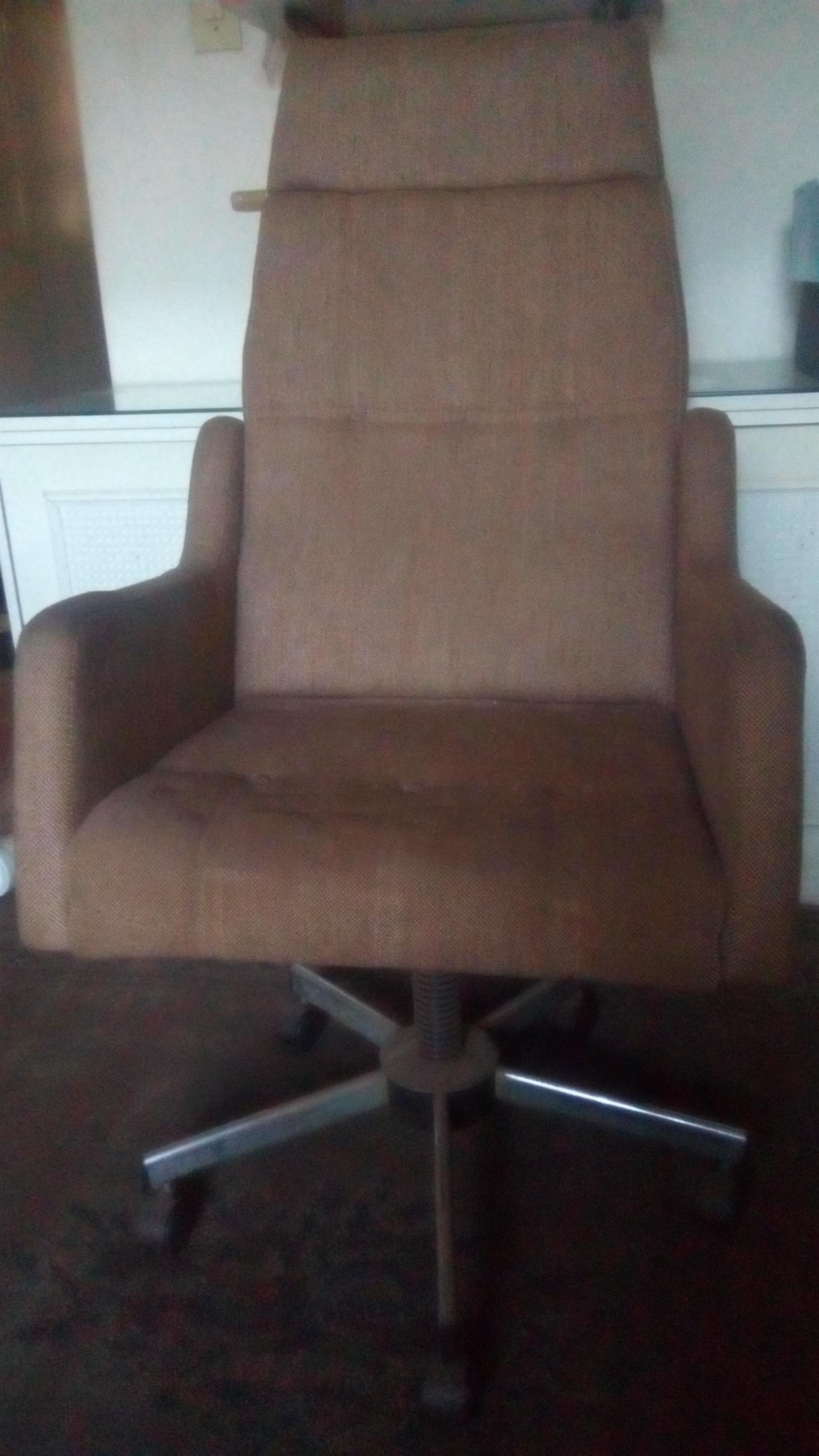 Office Chair (old fashion)