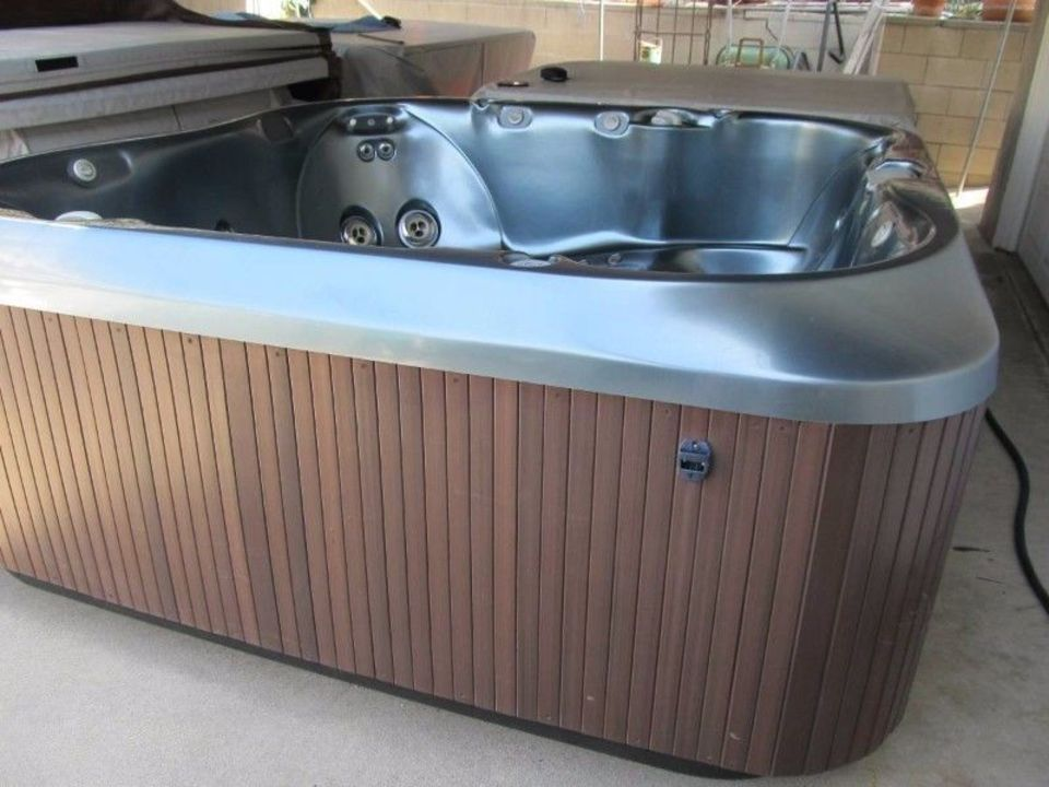 Jacuzzi For Sale. ( 6 Persons) | Junk Mail