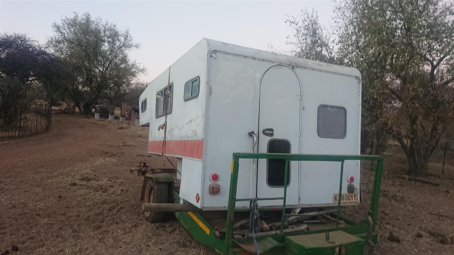 Piggyback caravan