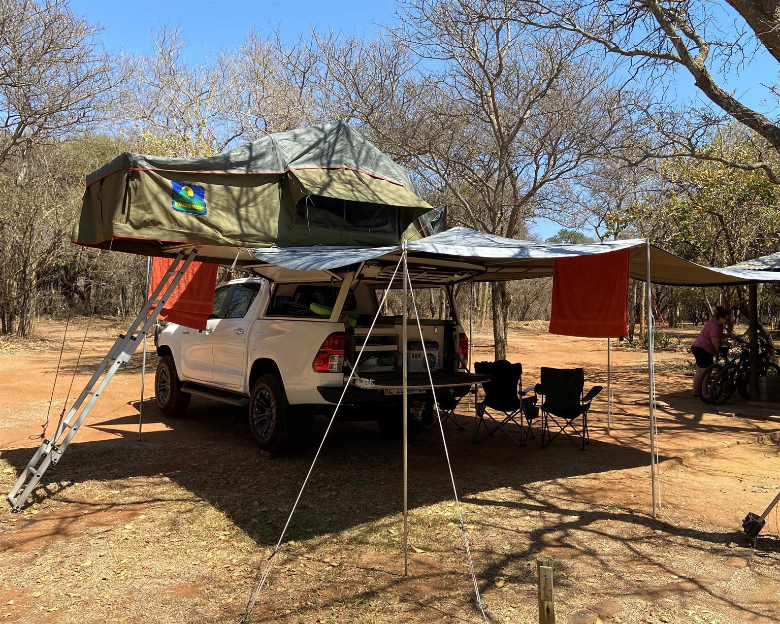 Howling Moon Rooftop Tent & Annex Room, great condition