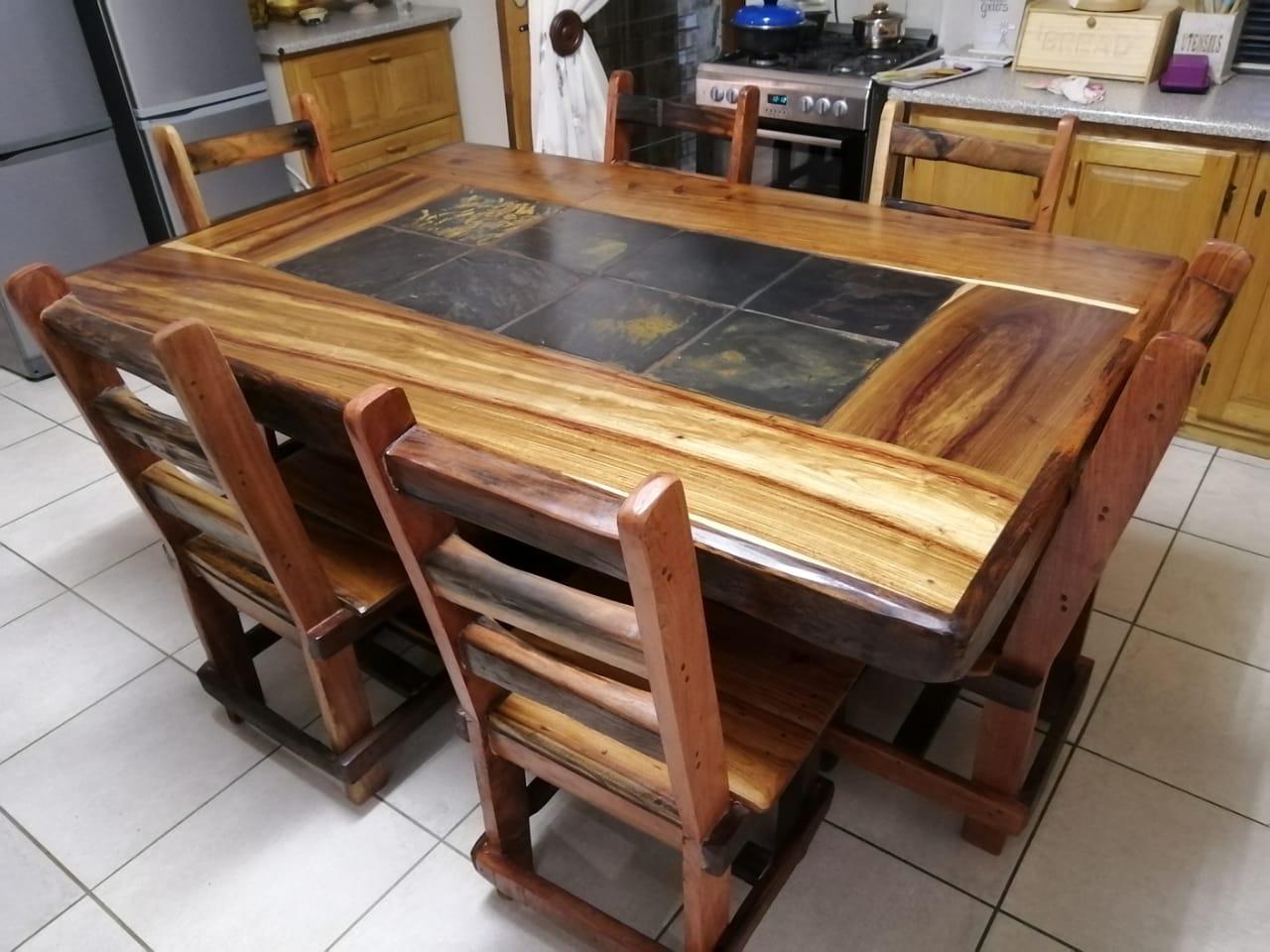 6 seater diningroom suite 6900  & 4 laai buffet kas 4000