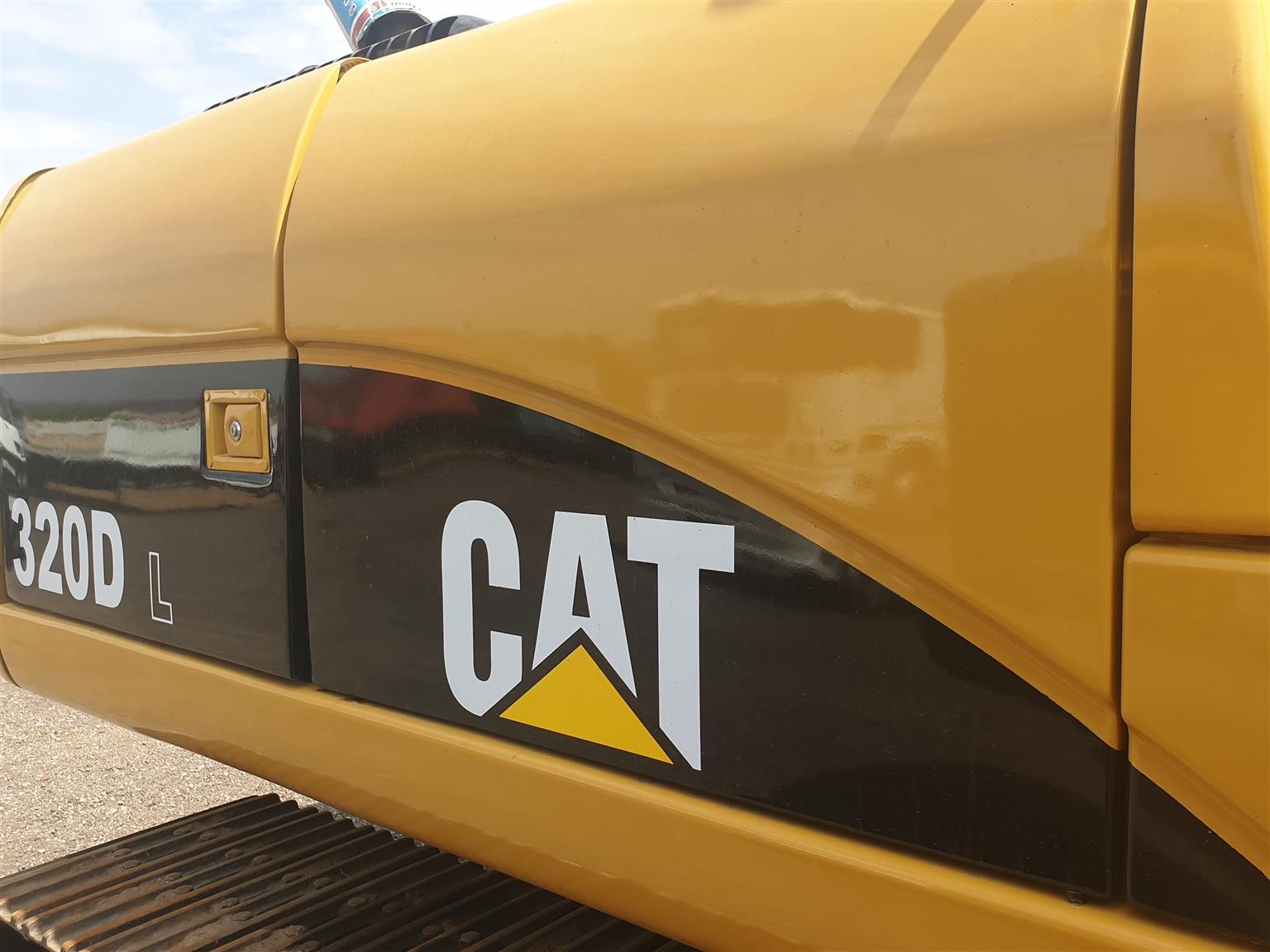 CAT 320DL 20T EXCAVATOR