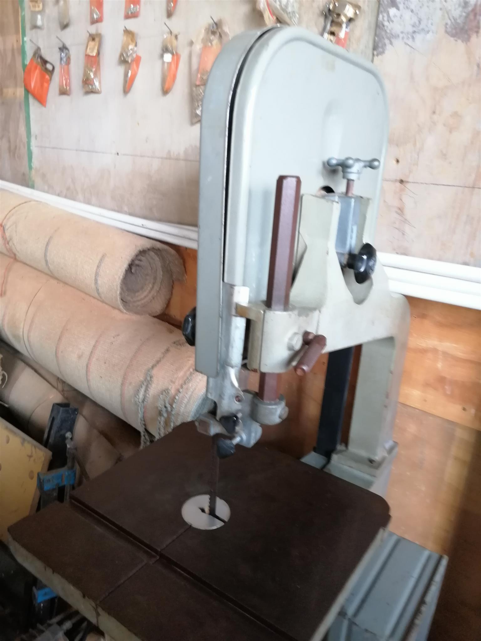 Fragram 14 inch wood cutting bandsaw