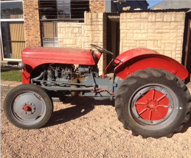 S3095 Red Massey Ferguson (MF) Vaaljapie Pre-Owned Tractor