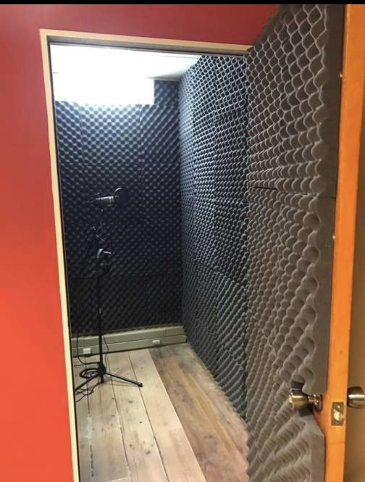 Acoustic foam for studios, theaters