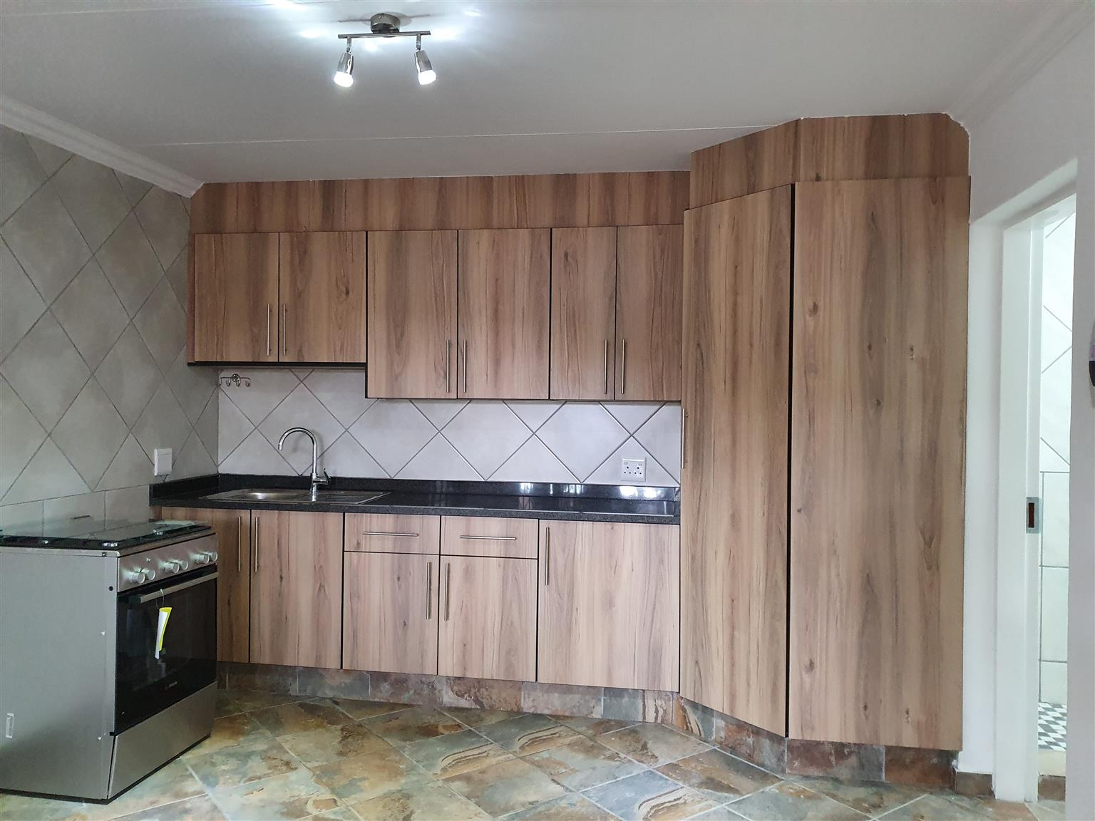 Moderne 1 slaapkamer woonstel te huur in Elarduspark