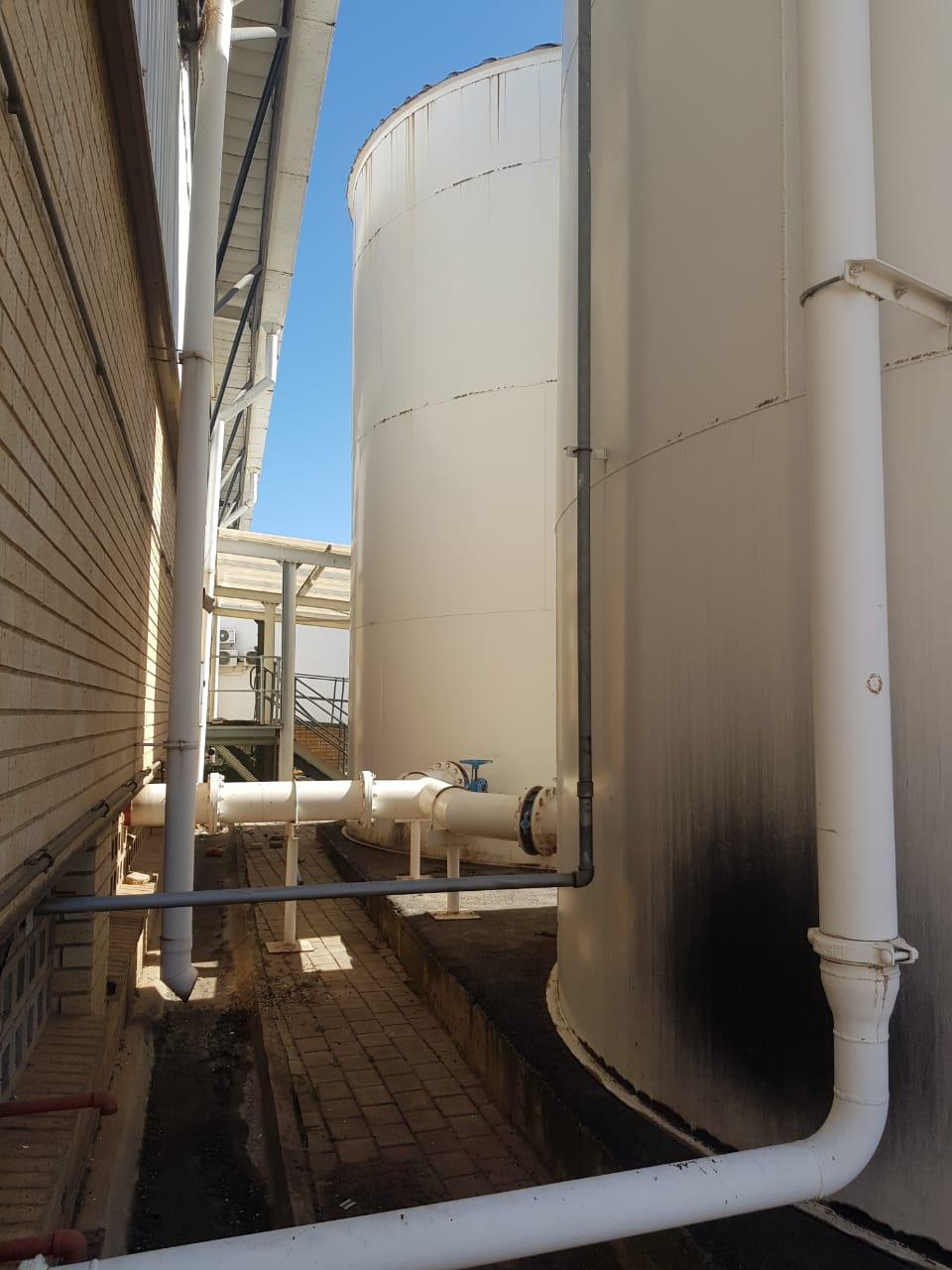 250 000 liter water tanks x 2