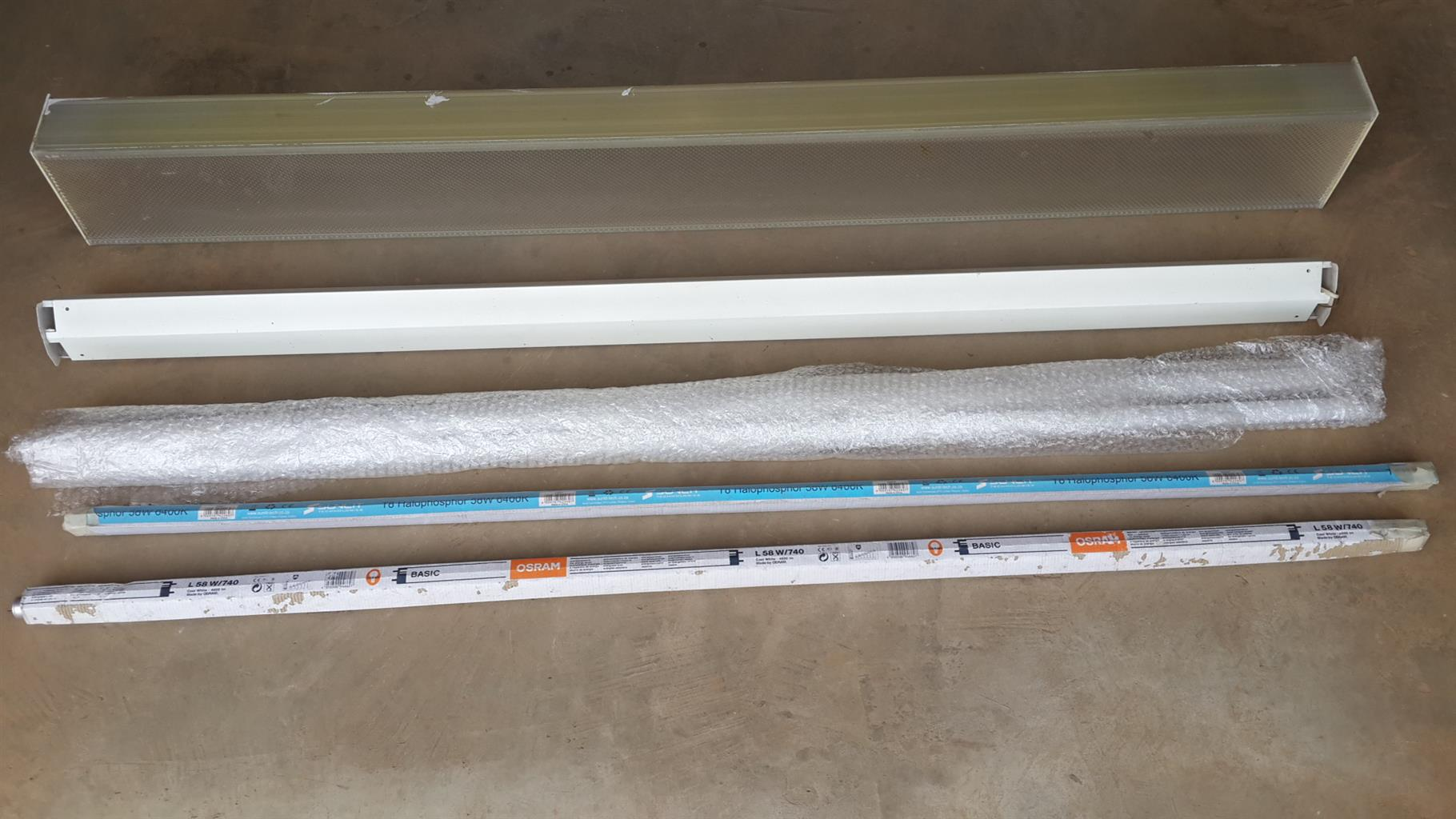 Fluorescent strip lamp  (utility type)