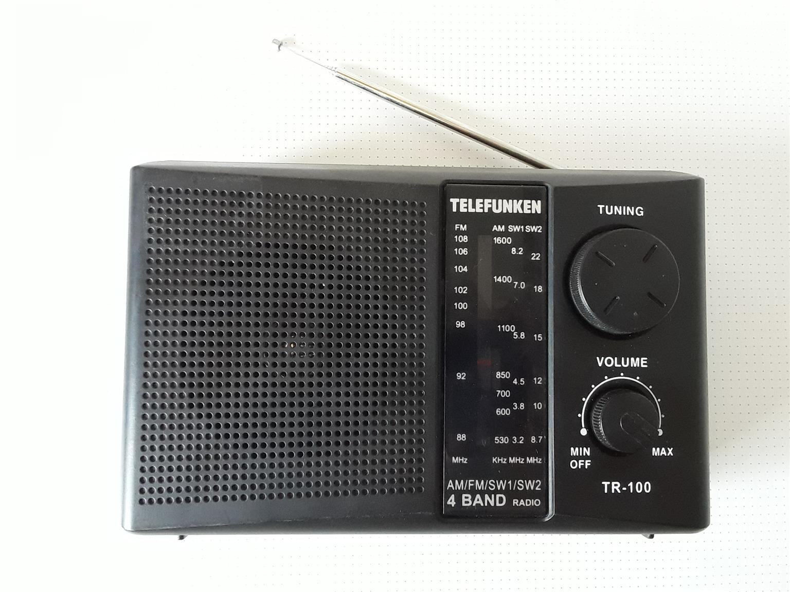 Classical Radio Receiver. With Main and Battery compartment. Collectable. R400. I am in Orange Grove