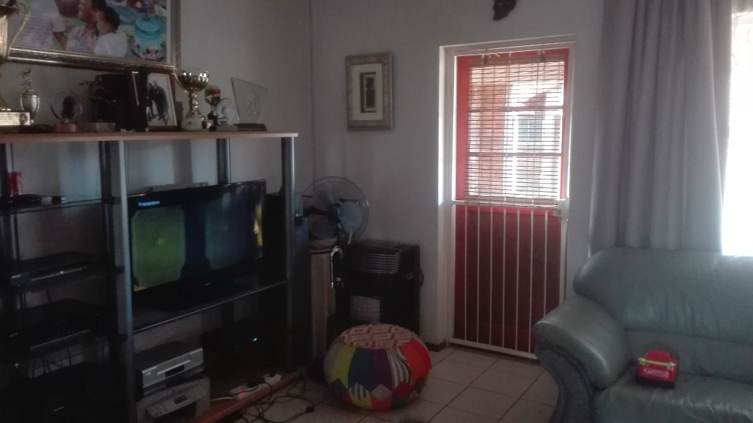 Townhouse For Sale in Mondeor