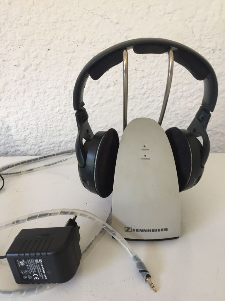 SENNHEISER HDR 120 Wireless Stereo Headphones with recharging Cradle. 3 Channels