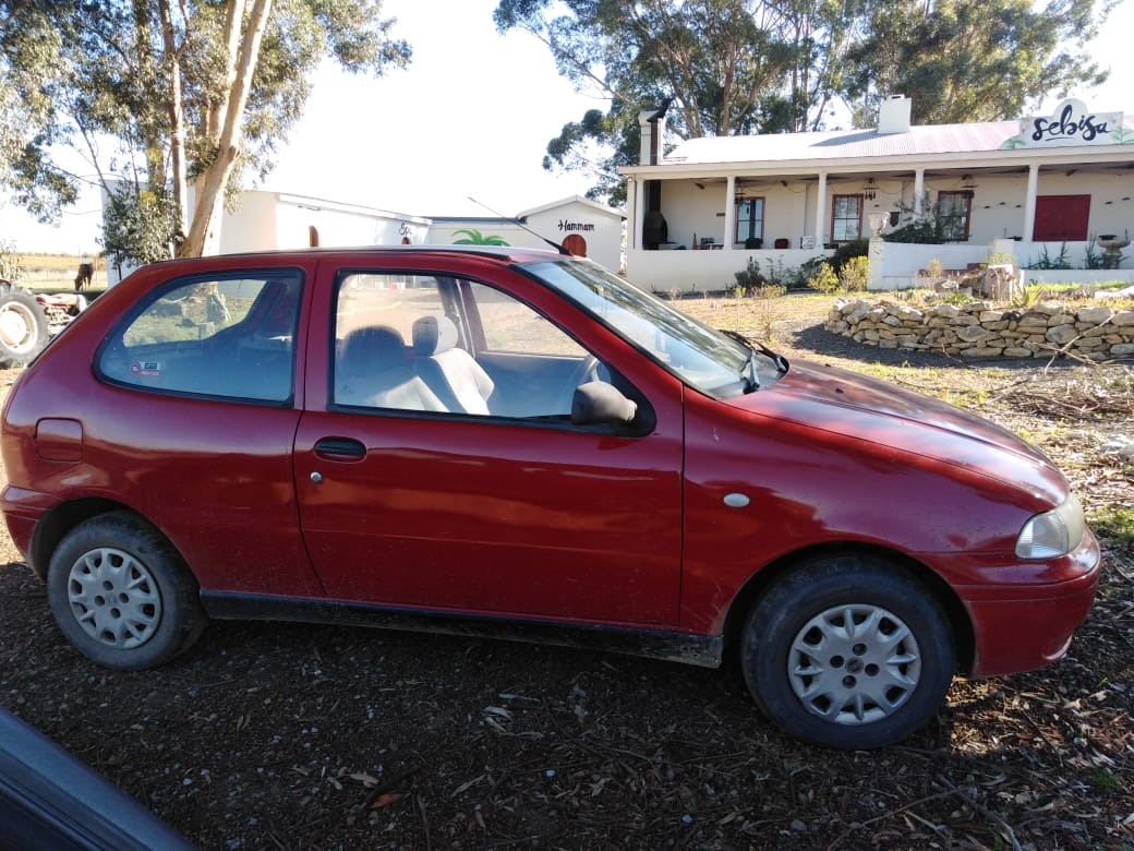 Hi im selling a fiat palio its red and fully licensed