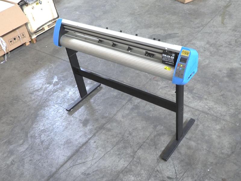 V3-443 V-Smart Contour Cutting Vinyl Cutter 440mm Working Area, plus FlexiSIGN Software