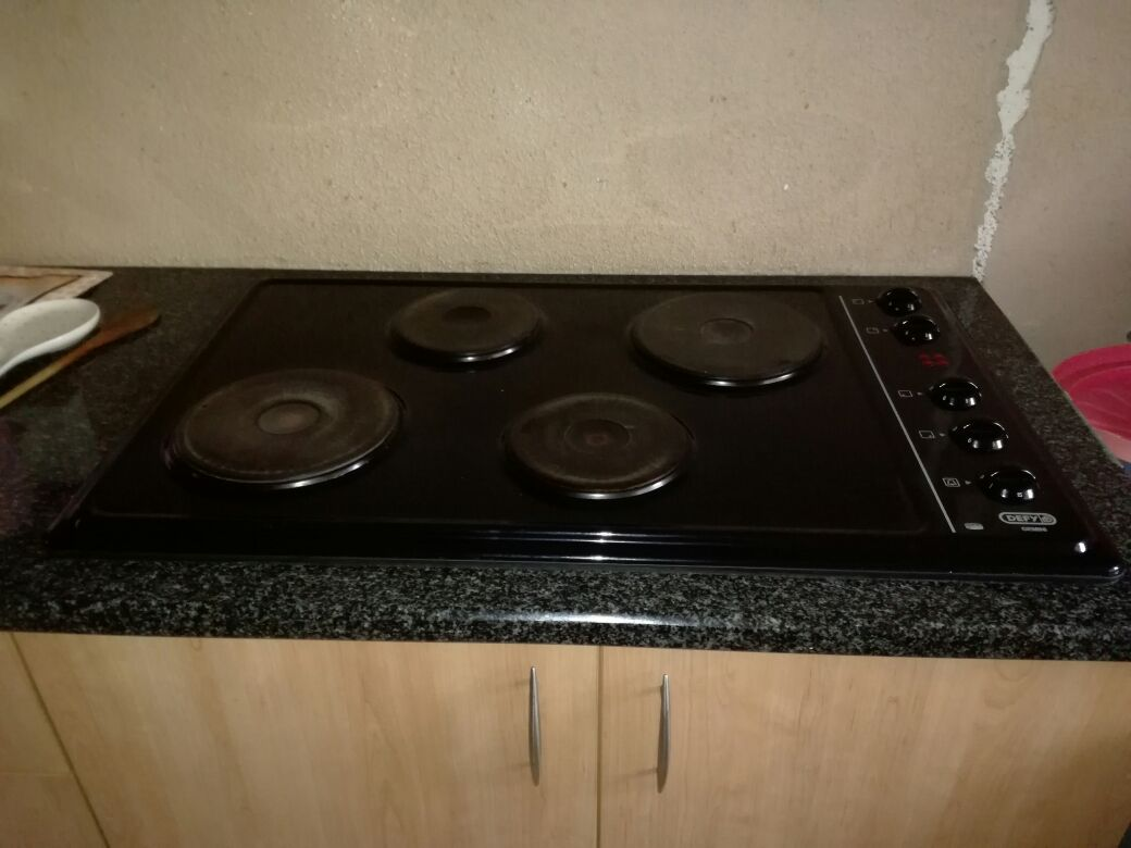 DEFY 4 plate hob convectional eye level oven (electrical)
