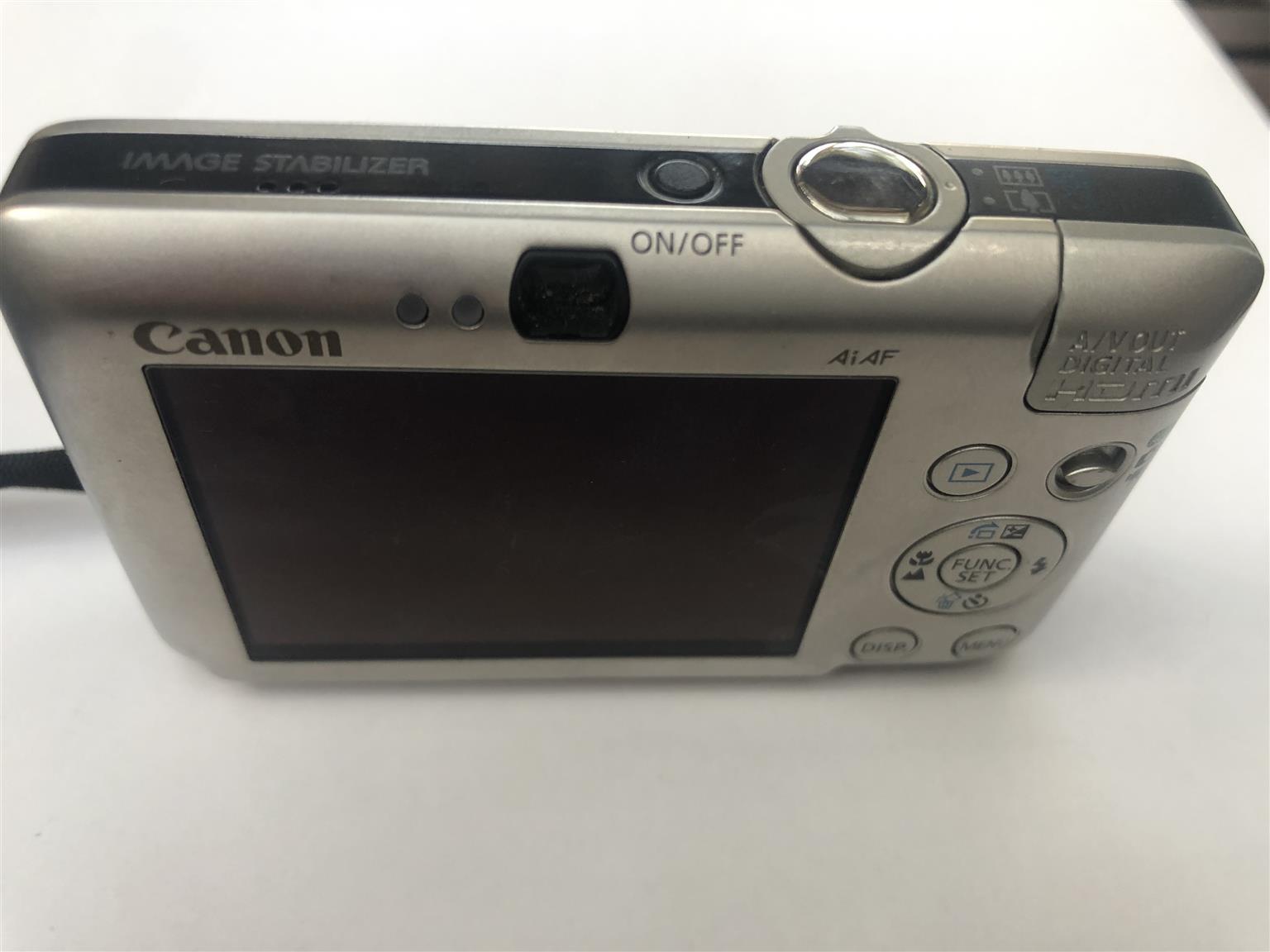 Canon IXUS 100 Digital Camera
