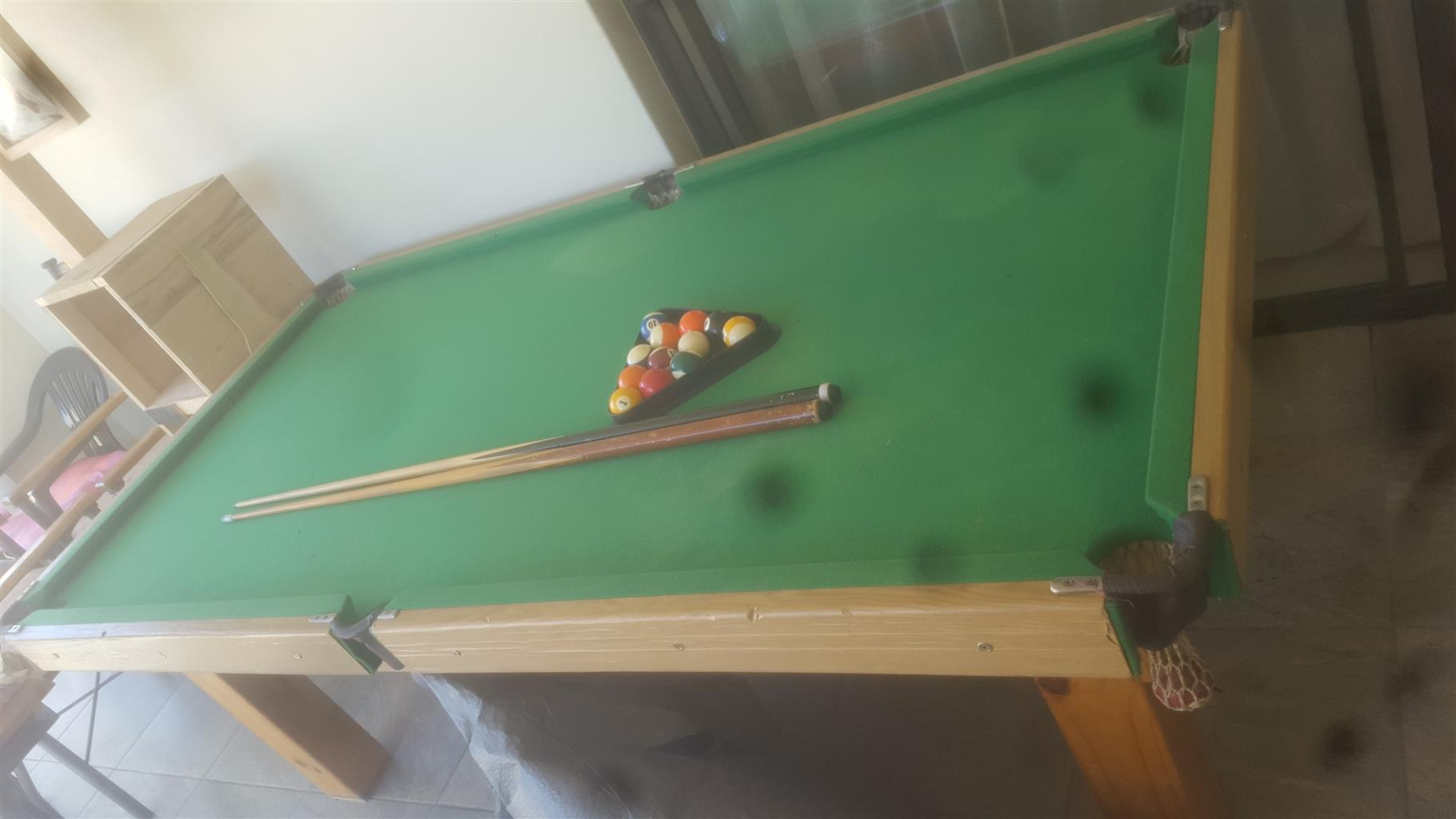 Pool table eith Accessories