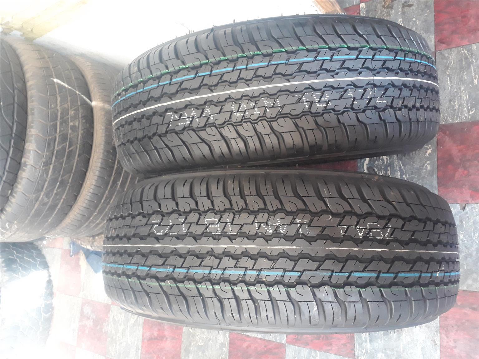 265 / 65 / 17 Dunlop A / T tyres