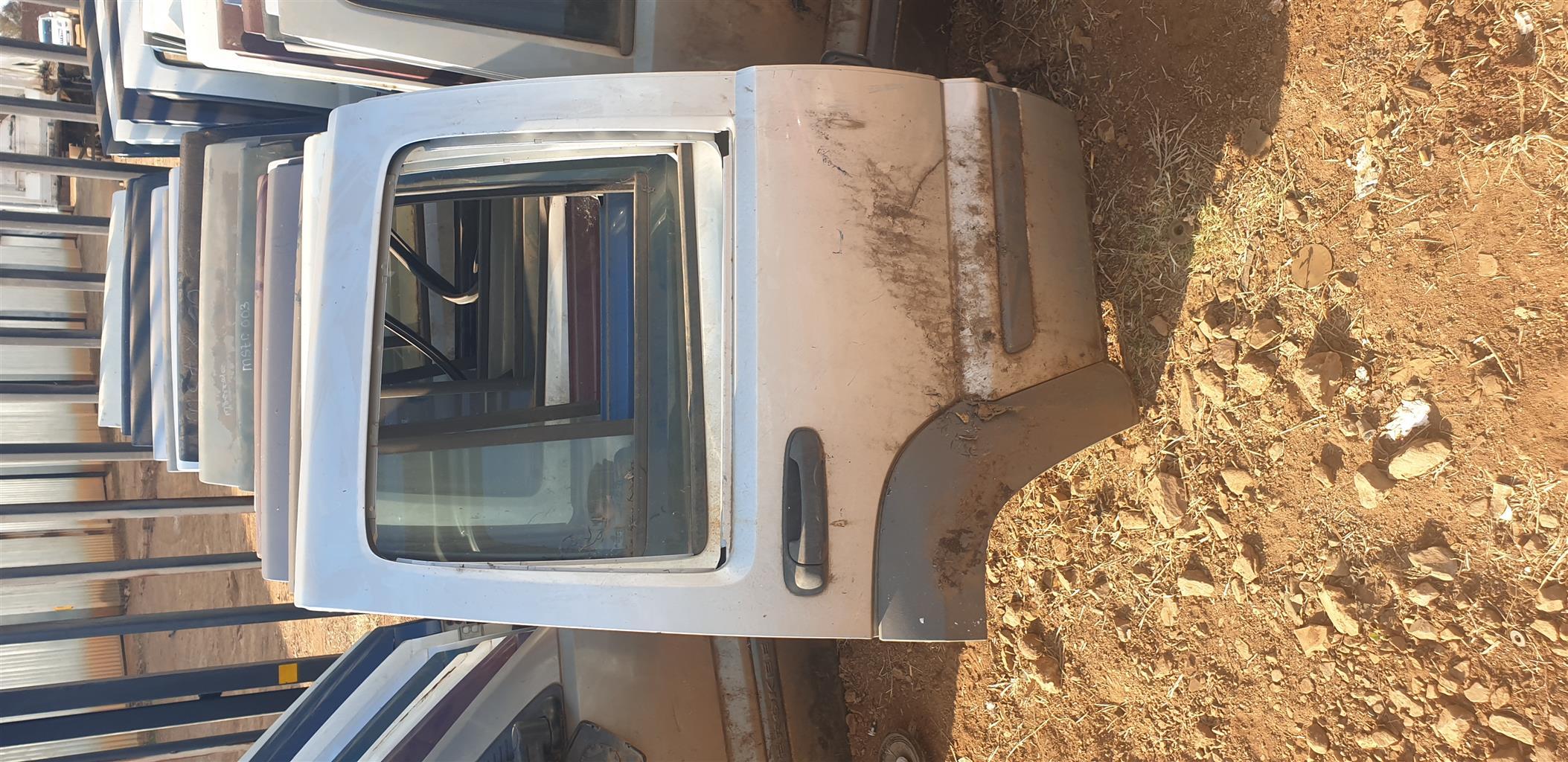 Jeep Cherokee (Liberty) KJ Rear Doors