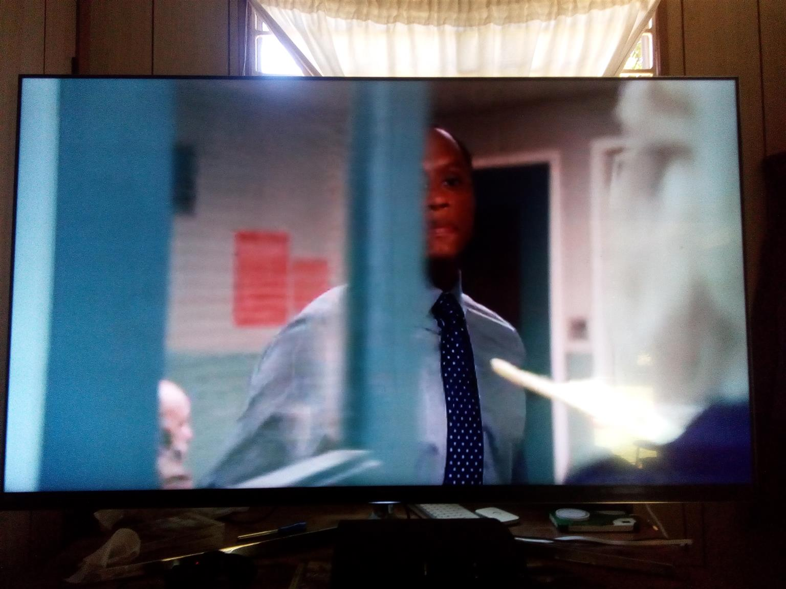 "75"" hissence smart TV"