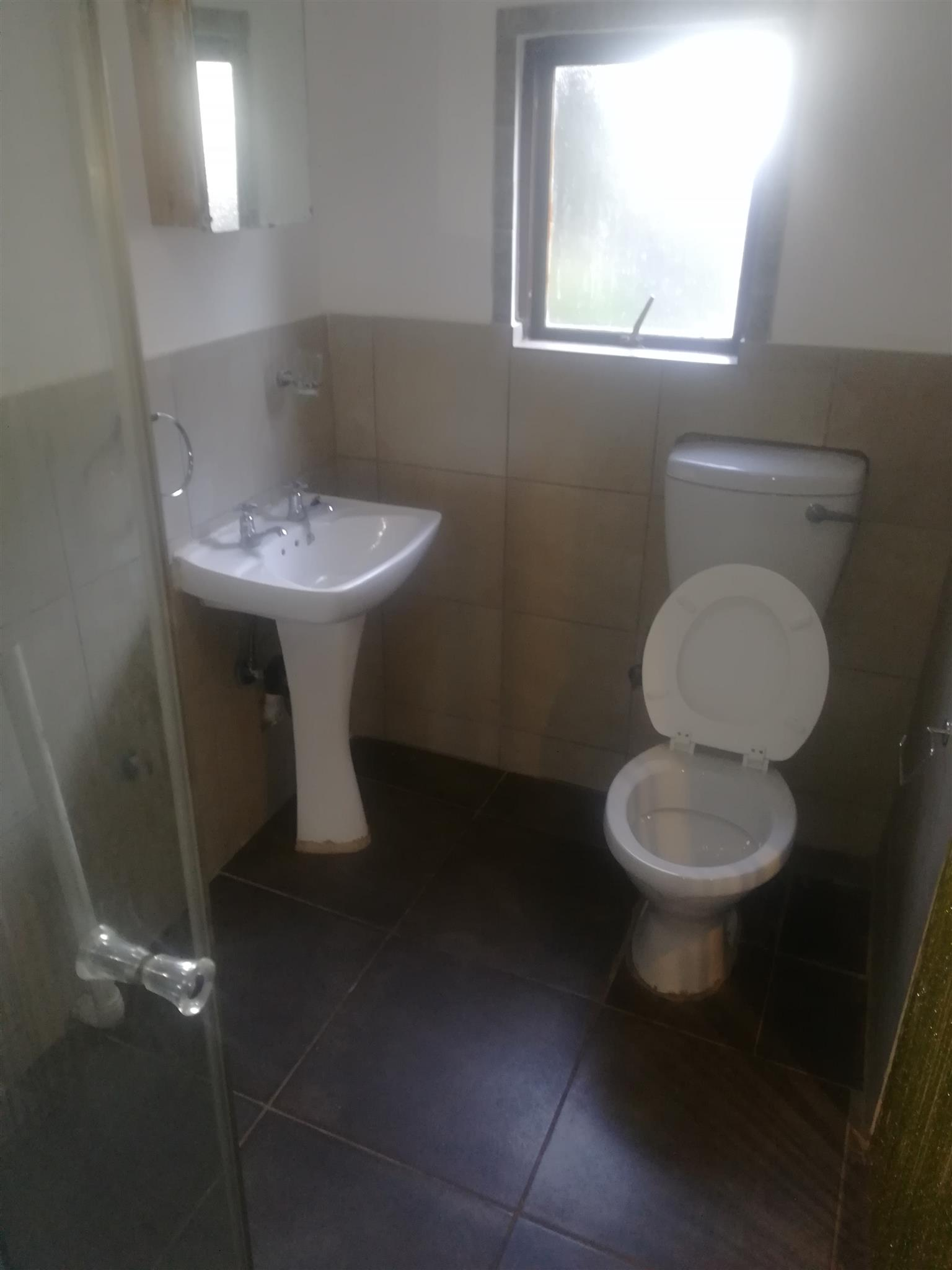 1bed garden cottage for rent claremont jhb R3800