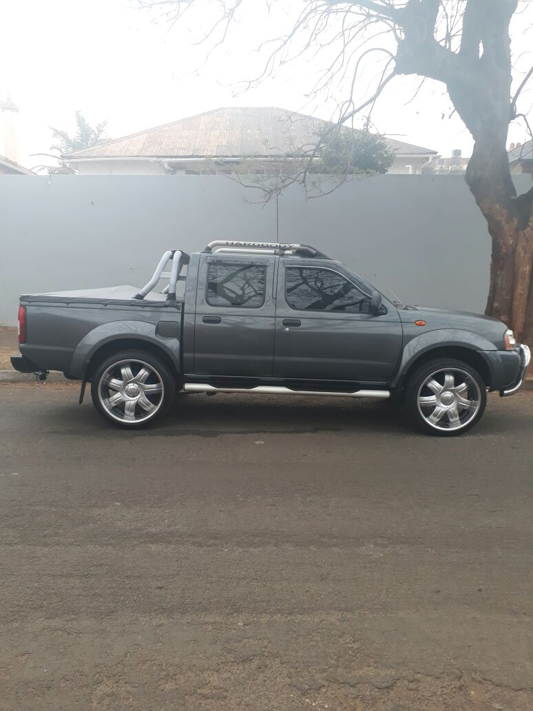 2007 Nissan Hardbody 3 3 V6 double cab 4x4 SEL automatic | Junk Mail
