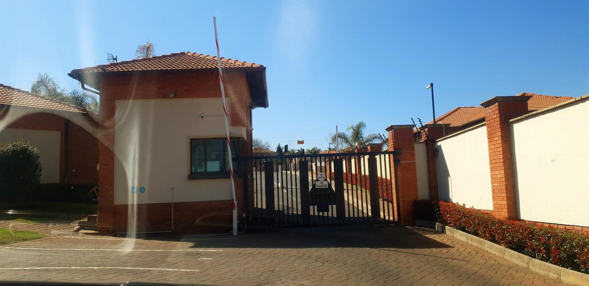 Townhouse For Sale in Glenvista