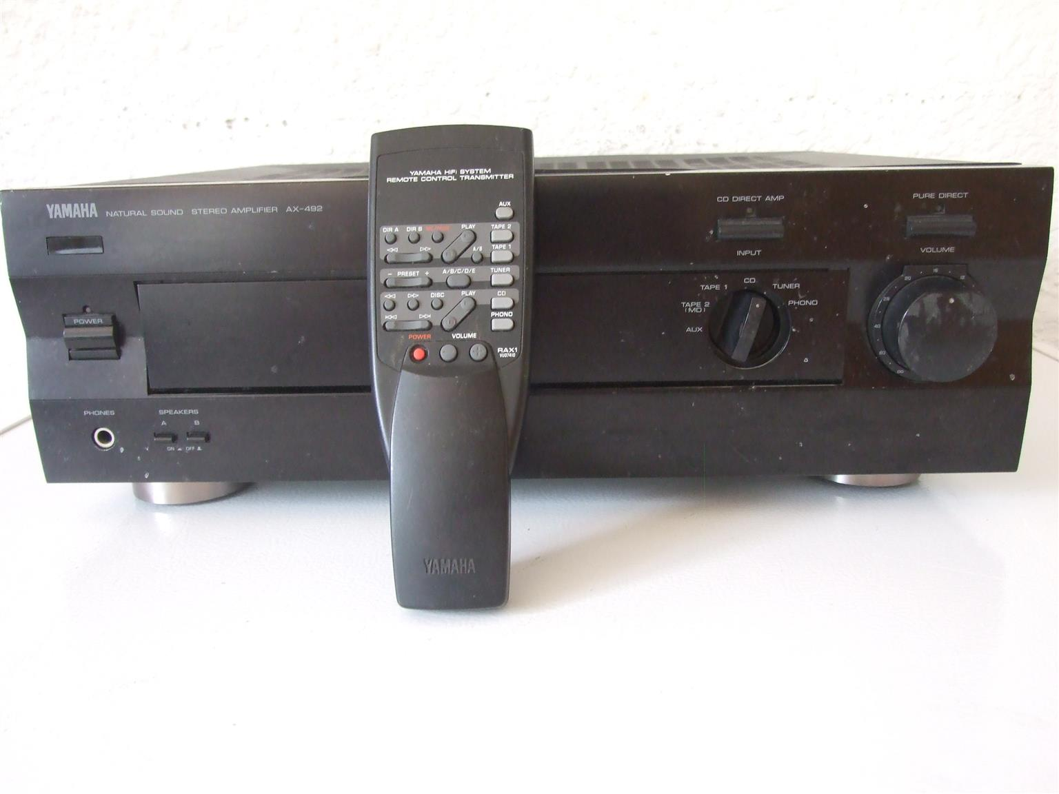 YAMAHA Stereo Amplifier AX-492 with Remote control.