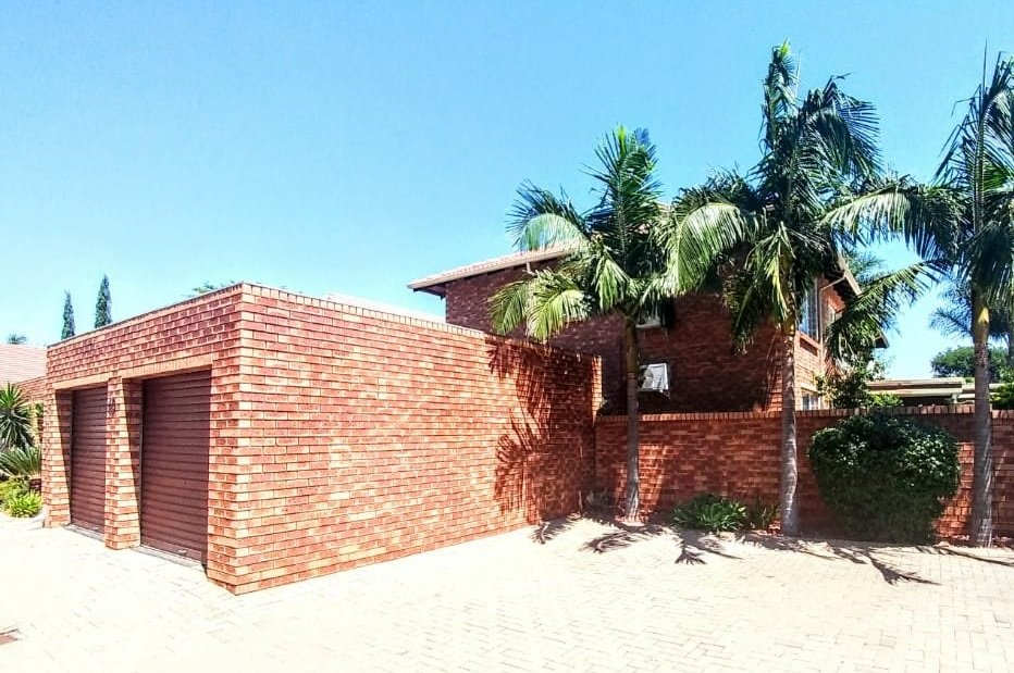 SUPER MODERN 4 BEDROOM DOUBLE STOREY HOUSE IN COMPLEX FOR SALE IN MONTANA, PTA