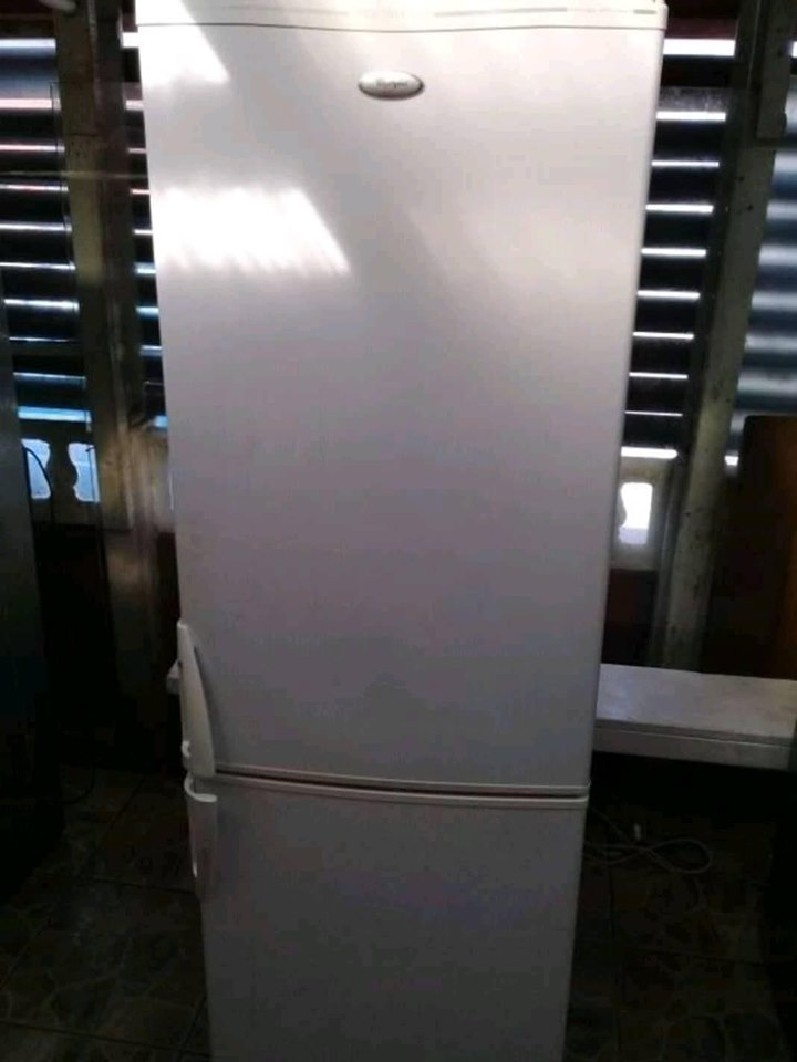 Whirlpool fridge n freezer.. Free delivery