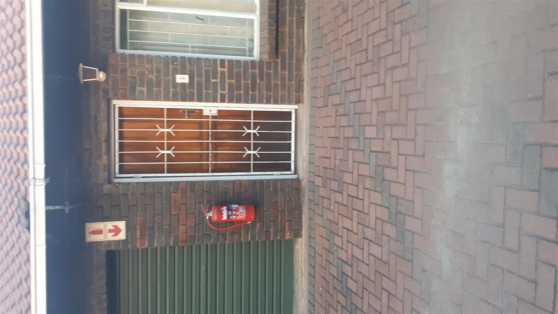 2 BEDROOMHOUSE To RENT IN RUSTENBURG CENTRAL