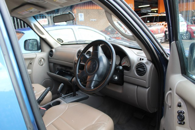 JEEP CHEROKEE 2.8 SPORT 2004       Stripping this vehicle